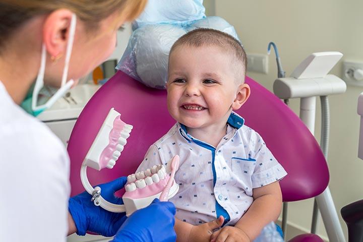 Kiedy pierwsza wizyta u lekarza dentysty?